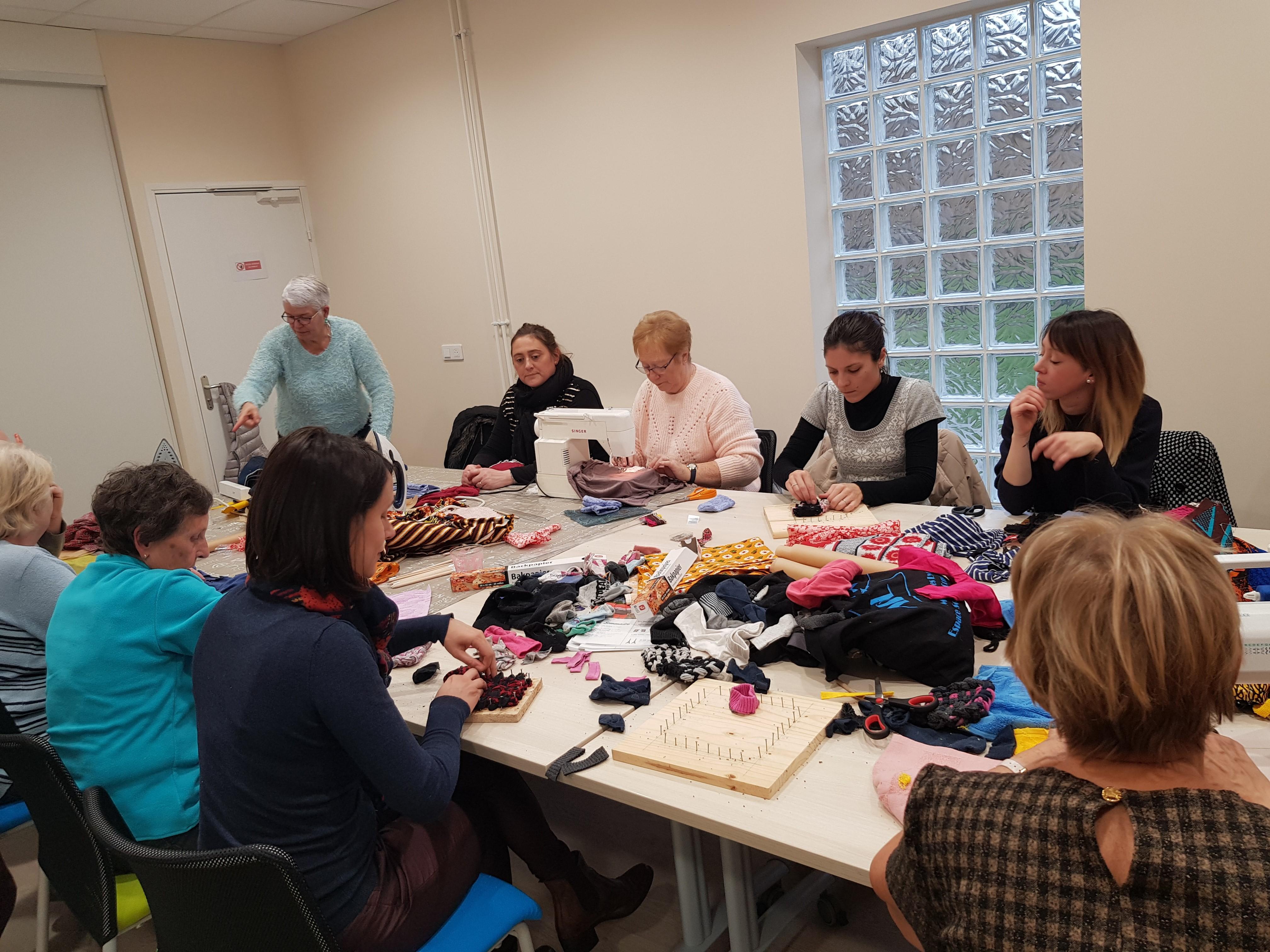 ✂️Dans le cadre de la Semaine Européenne de Réduction des Déchets, nous avons proposé un atelier sur le thème du recyclage textile à @Ecoetlogique ayant pour but de mettre en avant les différentes techniques possibles pour recycler son textile chez soiagglo-saintquentinois.fr/actualites-109…