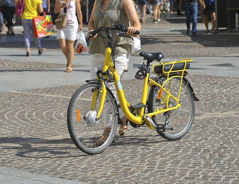 """Ce lundi est la journée mondiale sans voiture Avec l'agence @PastelStQuentin nous proposons un service de location de vélos """"Vélo Elo"""" (classiques ou avec assistance électrique)agglo-saintquentinois.fr/pratique/le-tr…"""